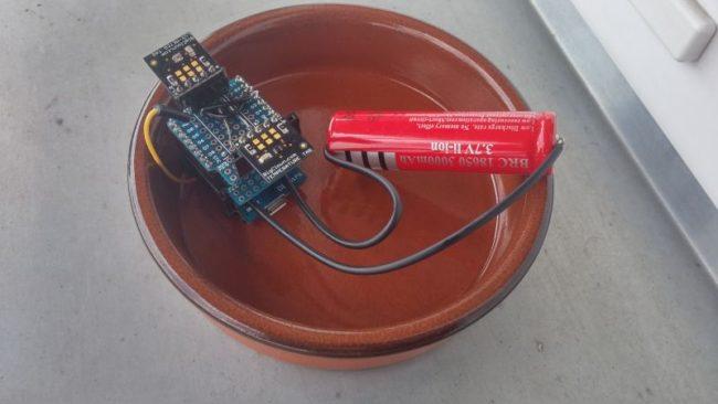 Ještě jsem dobastlil Li-Ion baterii 3.7V a modul na dobíjení přes MikroUSB